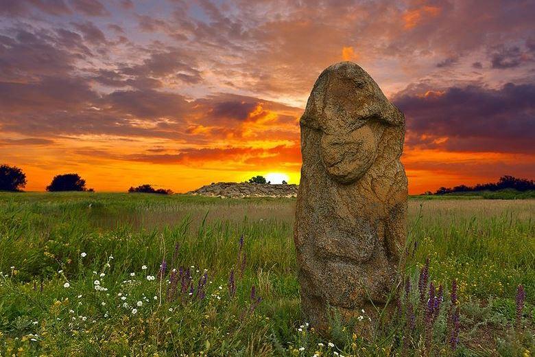 Ukraine каменная могила 780 × 520